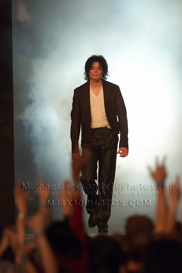 MICHAEL JACKSON  SMOKEY STAGE ENTRANCE (3) RARE 8x10 PHOTOS