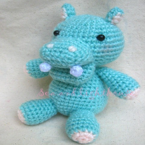 Does anyone have a crochet pattern to make a pop top purse